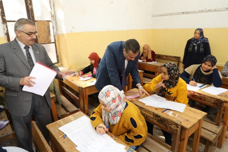 محافظ المنوفية يتفقد عددا من لجان امتحانات الشهادة الإعدادية (3)