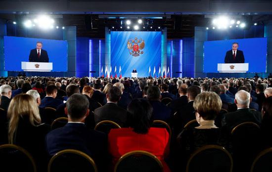 أعضاء-البرلمان-الروسى-يتسمعون-لفلاديمير-بوتين