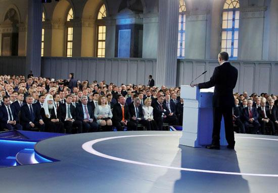 اعضاء-البرلمان-الروسى-يستمعون-لكلمة-بوتين