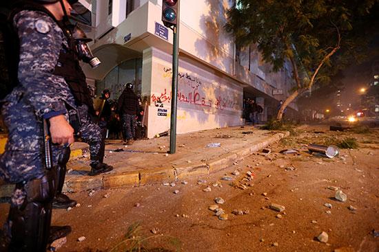 أراد الشرطة خلال مواجهة المحتجين