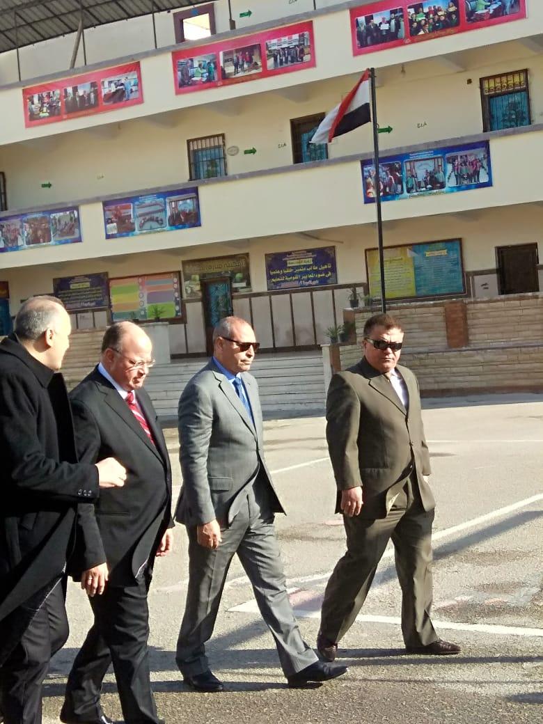 جولة محافظ القاهرة لتفقد امتحانات الشهادة الاعدادية (6)