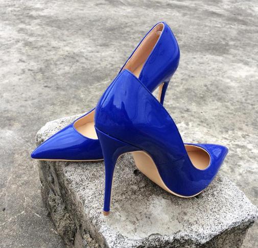 حذاء أزرق