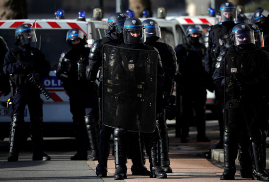 الشرطة الفرنسية تنتشر بمحيط الاحتجاجات