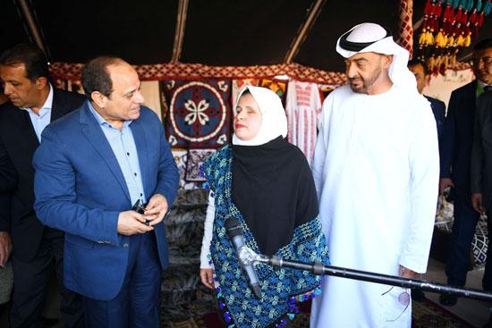 أحد المشاركات في المعرض التراثي والثقافي مع الرئيس السيسي والشيخ محمد بن زايد