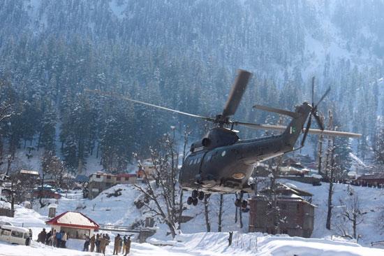 طائرة انقاذ بموقع الانهيار الثلجى