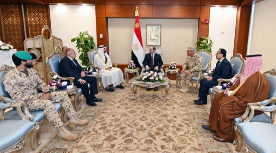 الرئيس-عبد-الفتاح-السيسى-مع-الشيخ-محمد-بن-زايد-والدكتور-مصطفى-مدبولى-ووزير-الدفاع
