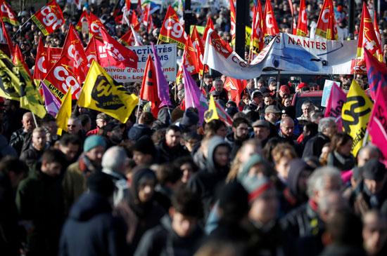 المئات فى احتجاجات فرنسا