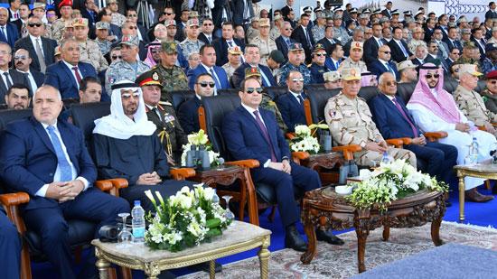 الرئيس-عبد-الفتاح-السيسى-بجوار-الشيخ-محمد-بن-زايد-ووزير-الدفاع-والدكتور-على-عبد-العال-(3)