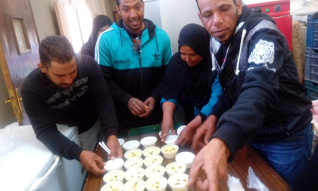 تدريب سيدات قرية المنيرة بالوادى الجديد على صناعة منتجات الألبان (5)