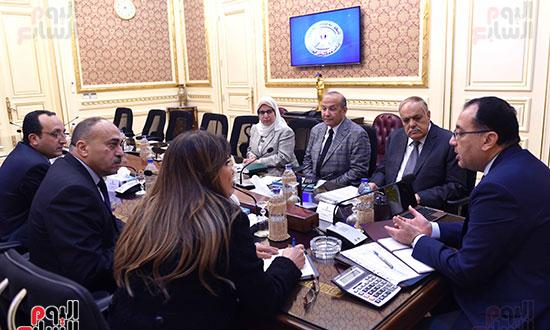 رئيس الوزراء يتابع موقف تأثيث مقار الوزارات بالعاصمة الإدارية  (10)