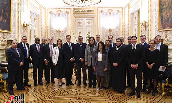 رئيس الوزراء يتابع موقف تأثيث مقار الوزارات بالعاصمة الإدارية  (6)