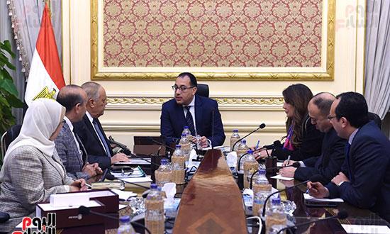 رئيس الوزراء يتابع موقف تأثيث مقار الوزارات بالعاصمة الإدارية  (8)