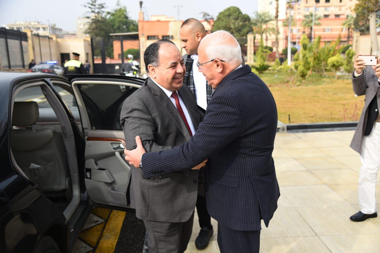 محافظ بورسعيد يستقبل وزير المالية (1)