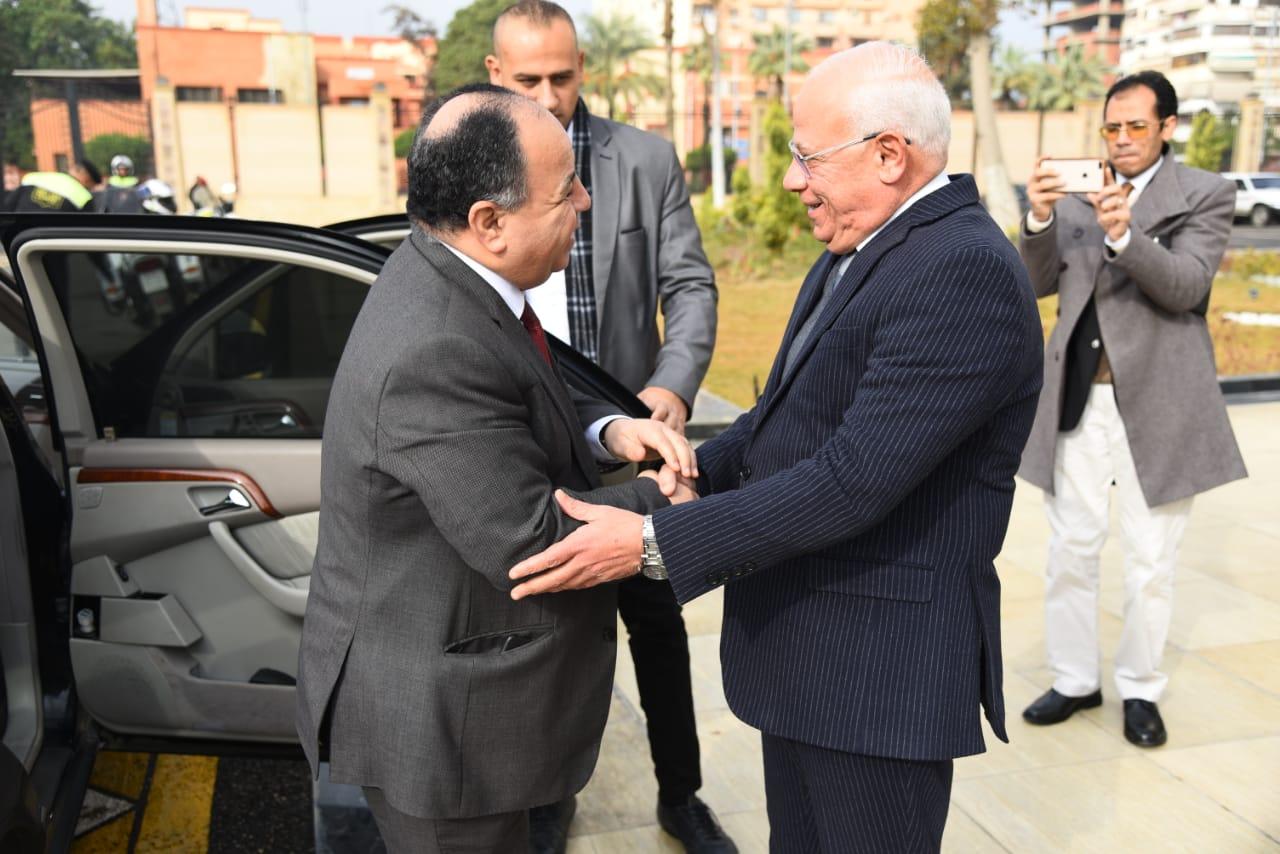 محافظ بورسعيد يستقبل وزير المالية (5)