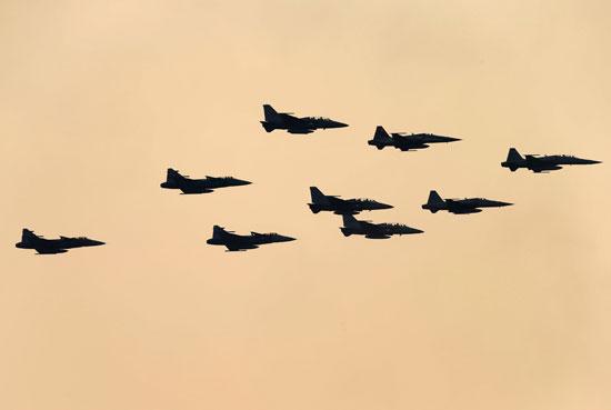 الاستعراض بطائرات حربية