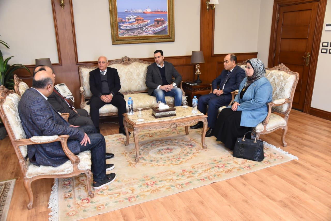 محافظ بورسعيد يستقبل وزير المالية (2)