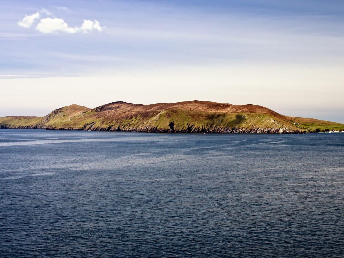 جزيرة تطلب شخصين للعمل