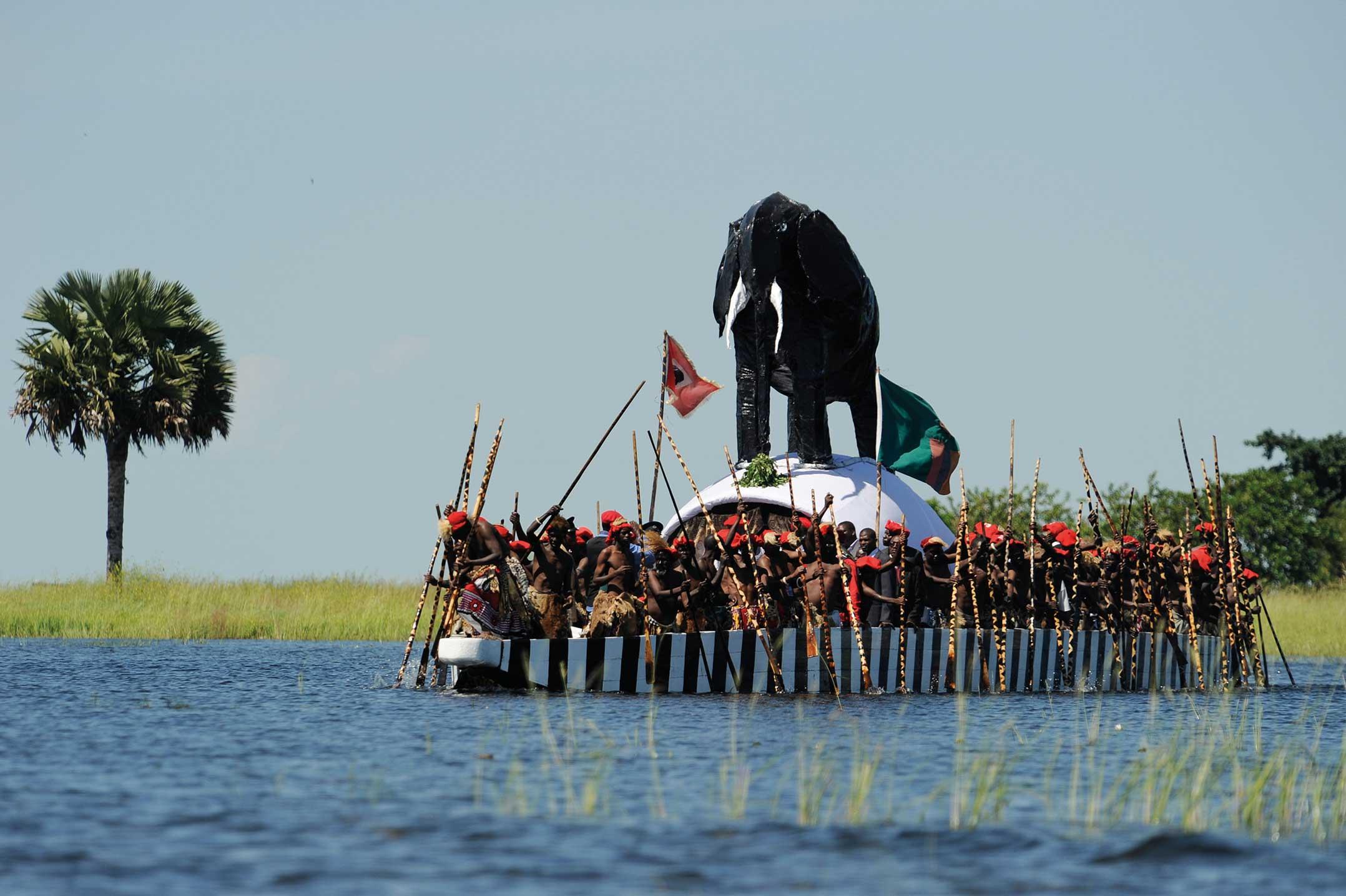عادات وتقاليد لشعوب اهل زامبيا 221993-38-TA68-Kuomboka-Alamy