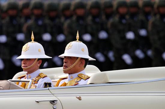 ملك تايلاند يشاهد العرض العسكرى