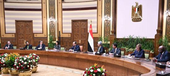الرئيس عبد الفتاح السيسي يستقبل وفدا من أعضاء مجلس المديرين التنفيذيين للبنك الدولي (1)