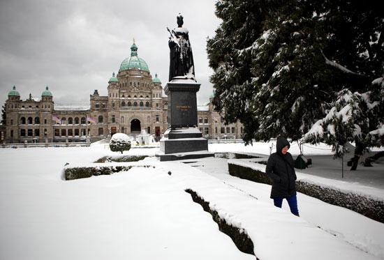 الثلوج تغطى الأرض فى كندا