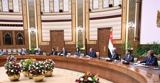الرئيس عبد الفتاح السيسي يستقبل وفدا من أعضاء مجلس المديرين التنفيذيين للبنك الدولي (2)