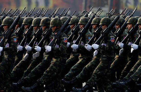 مشية عسكرية للجنود