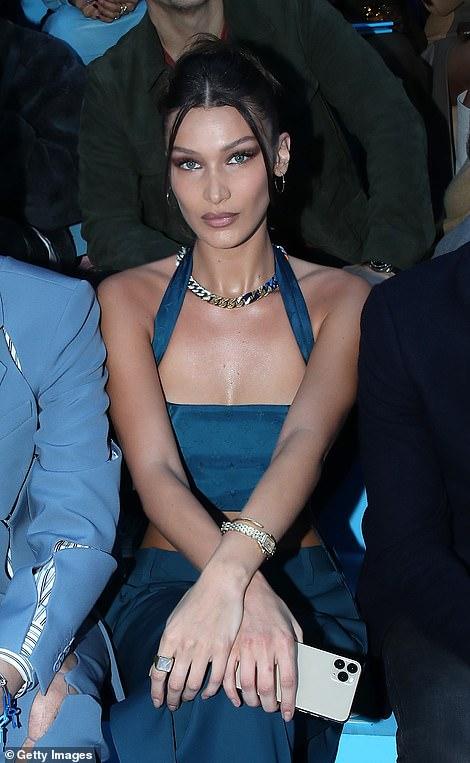 بيلا حديد تحضر عرض أزياء Louis Vuitton