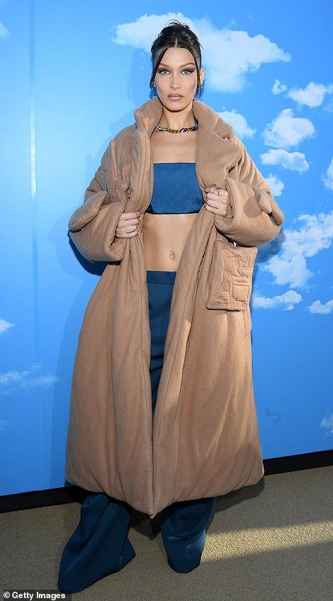 إطلالة مثيرة لعارضة الأزياء بيلا حديد