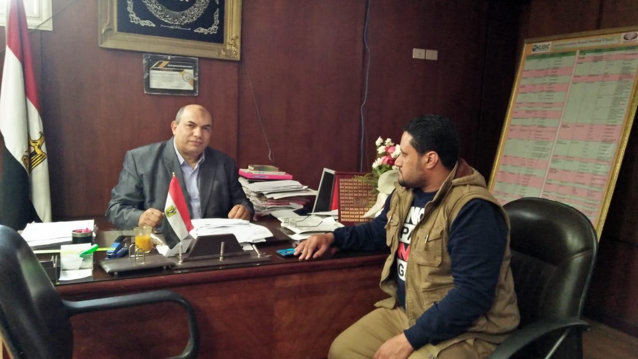 مراسل اليوم السابع مع مدير معهد الكبد القومى بجامعة المنوفية (5)