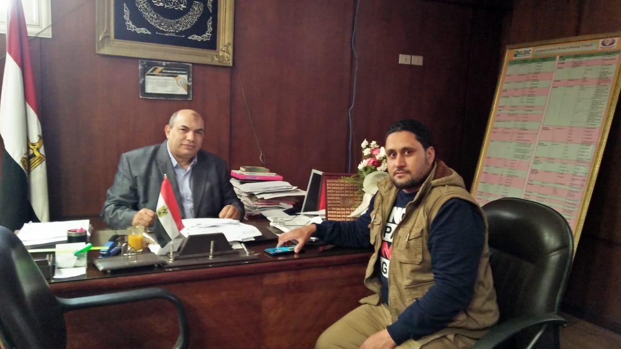 مراسل اليوم السابع مع مدير معهد الكبد القومى بجامعة المنوفية (1)