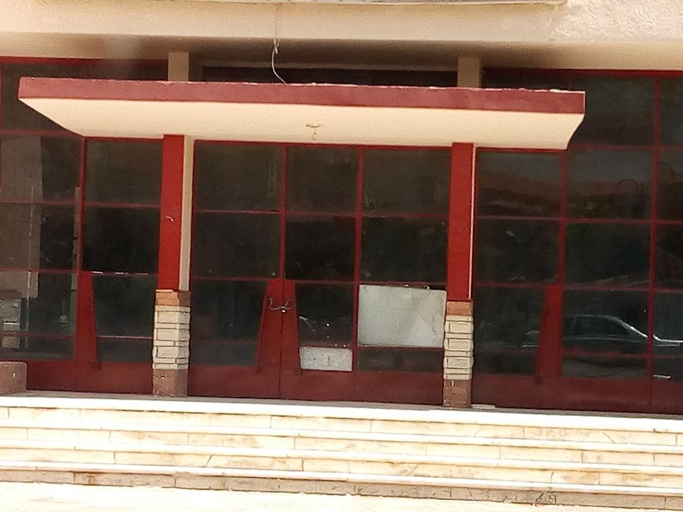 6- أحد القاعات الداخلية