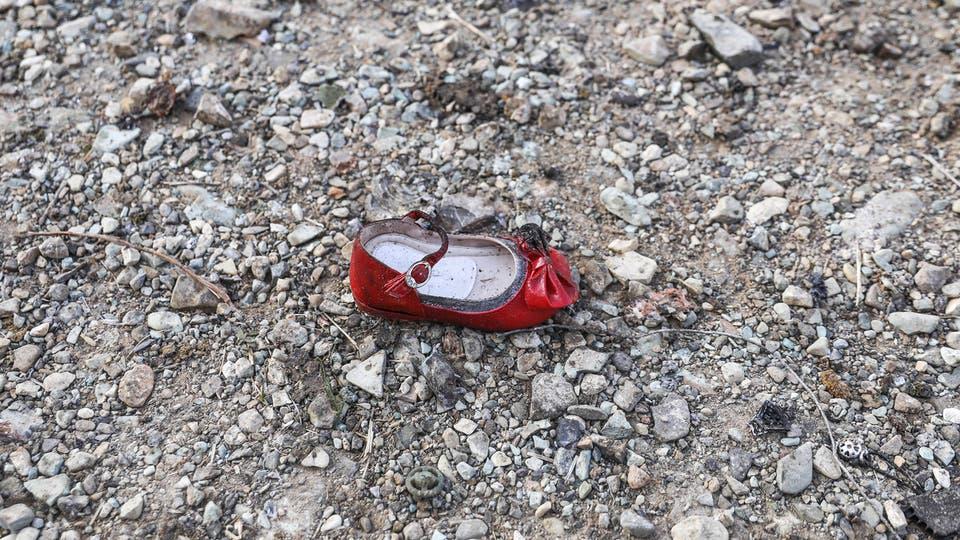 الحذاء الأحمر الخاص بالطفلة كورديا