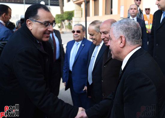مصطفى مدبولي رئيس مجلس الوزراء فى زيارة لمصنع مهمات السكك الحديدية سيماف (4)