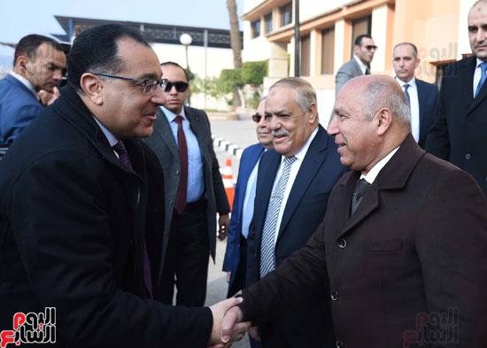 مصطفى مدبولي رئيس مجلس الوزراء فى زيارة لمصنع مهمات السكك الحديدية سيماف (3)