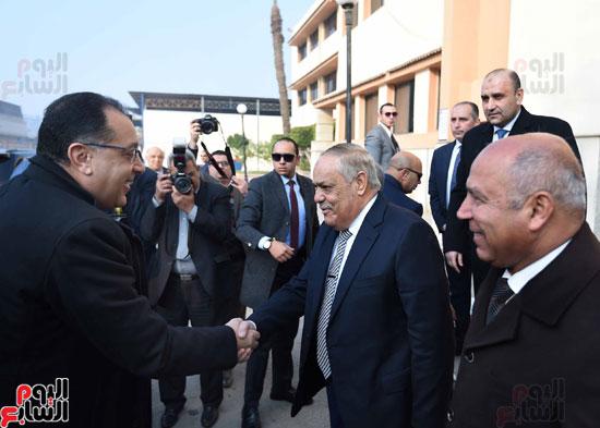 مصطفى مدبولي رئيس مجلس الوزراء فى زيارة لمصنع مهمات السكك الحديدية سيماف (2)