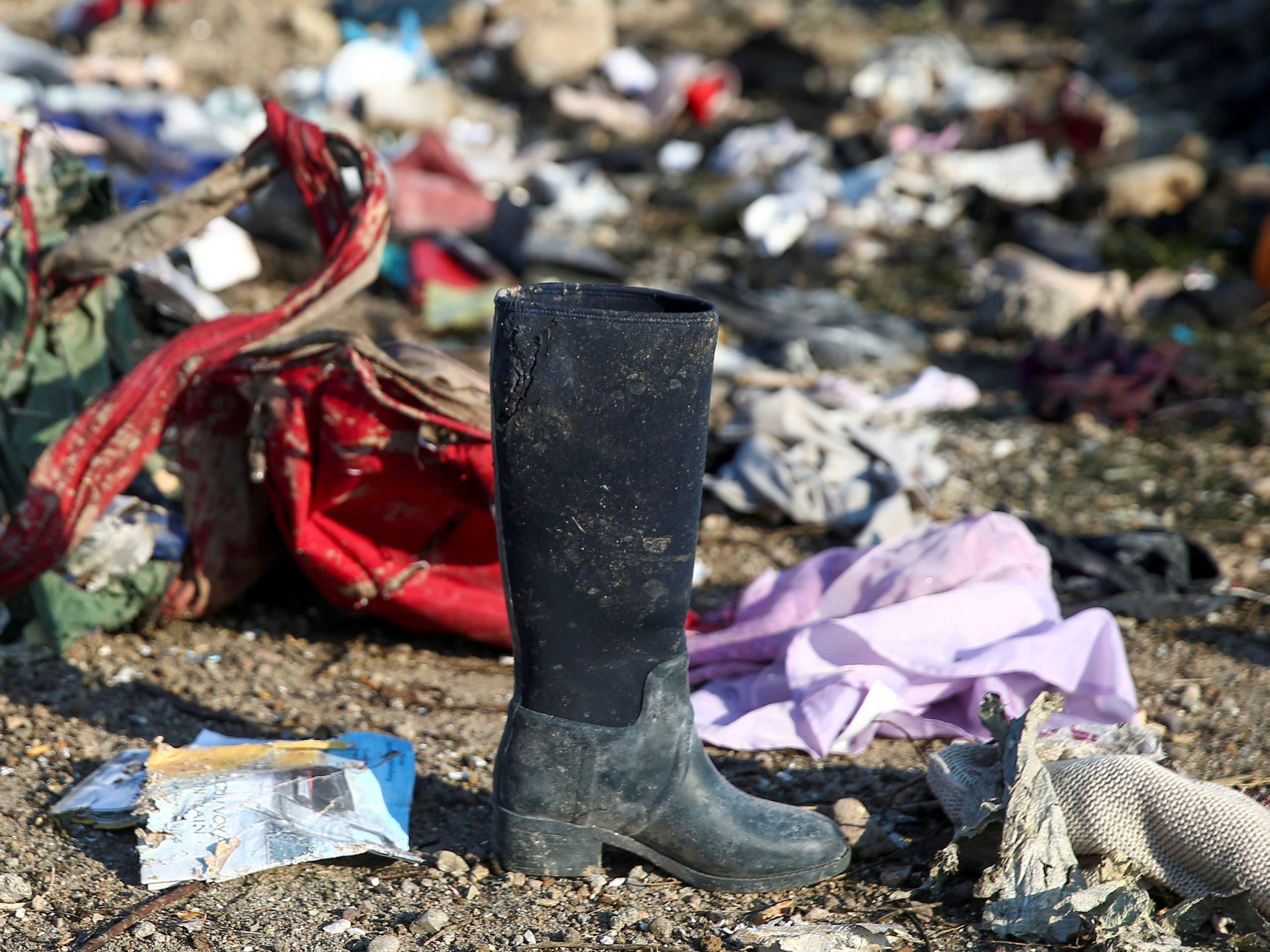 بقايا متعلقات ضحايا الطائرة الأوكرانية المنكوبة