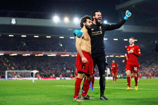 صلاح وأليسون مع جمهور ليفربول