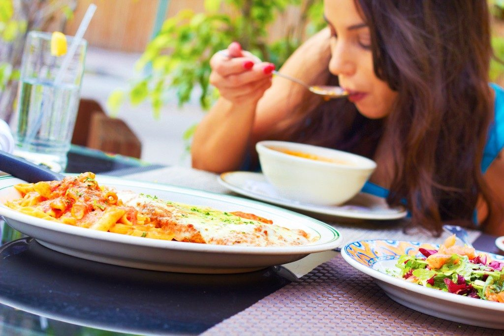 تناول الطعام بمفردك