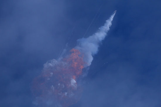 آثار تدمير الصاروخ فى الهواء