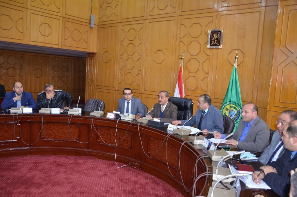 جانب من اجتماع  محافظ الإسماعيلية مع اللجنة العليا لحركة النقل والمرور  (1)