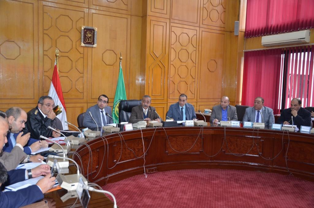 جانب من اجتماع  محافظ الإسماعيلية مع اللجنة العليا لحركة النقل والمرور  (3)