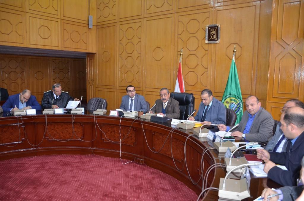 جانب من اجتماع  محافظ الإسماعيلية مع اللجنة العليا لحركة النقل والمرور  (2)