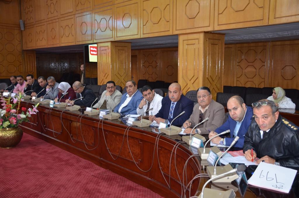 جانب من اجتماع  محافظ الإسماعيلية مع اللجنة العليا لحركة النقل والمرور  (4)