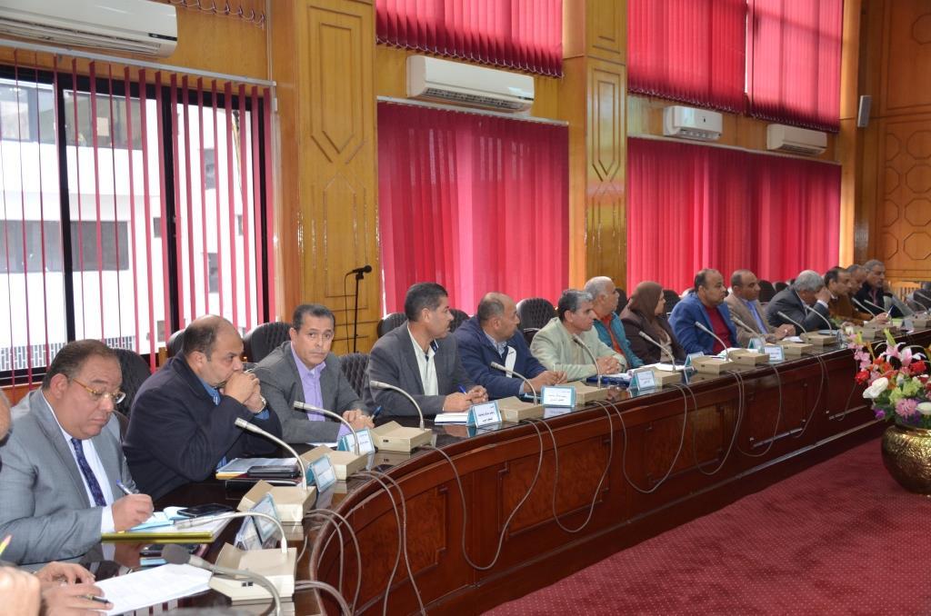 جانب من اجتماع  محافظ الإسماعيلية مع اللجنة العليا لحركة النقل والمرور  (5)