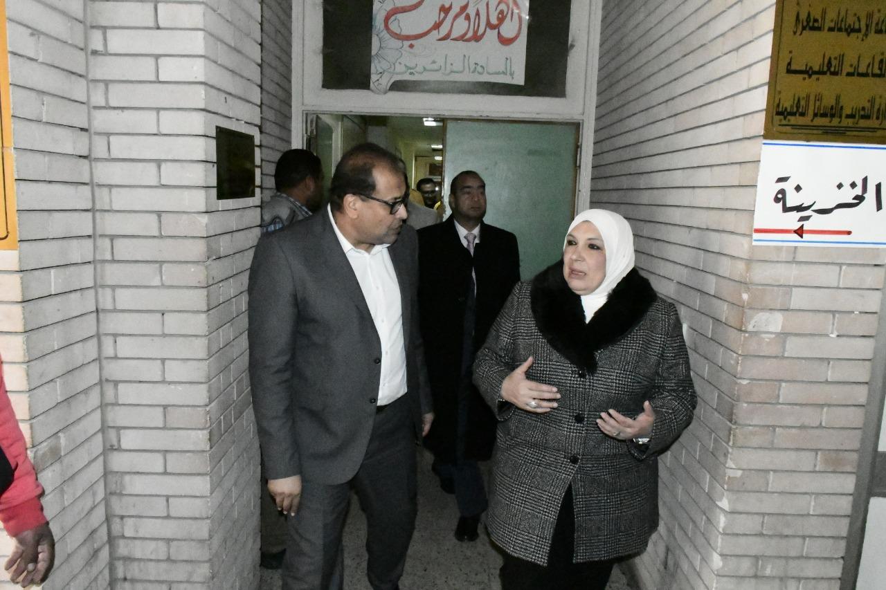 1- جولة رئيس الجامعة فى المستشفى الجامعى
