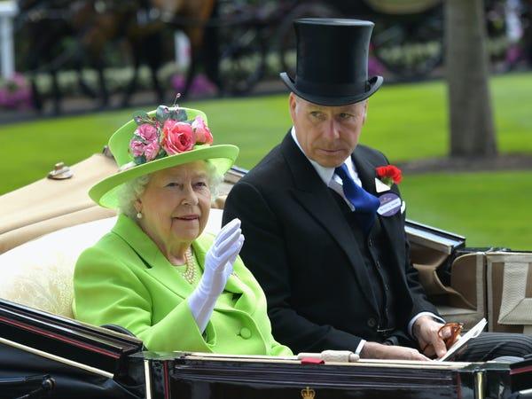 ابن شقيقة الملكة إليزابيث يعمل في مجال الأثاث