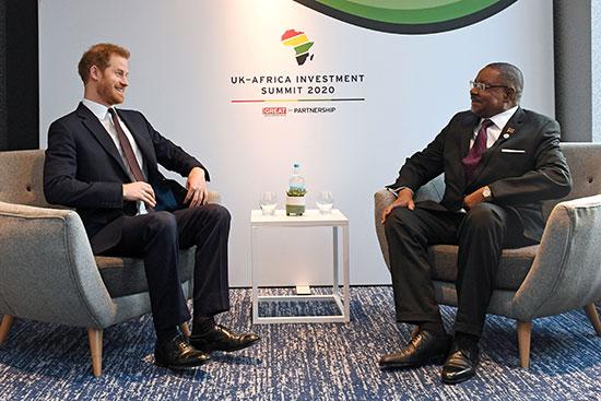 الأمير البريطاني هاري يجتمع مع آرثر بيتر موثاريكا