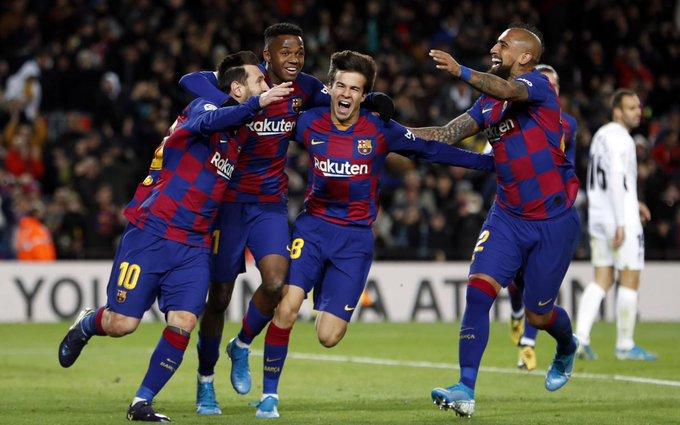فرحة لاعبى برشلونة بهدف ميسي