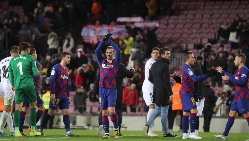 فرحة لاعبو برشلونة بالفوز على غرناطة